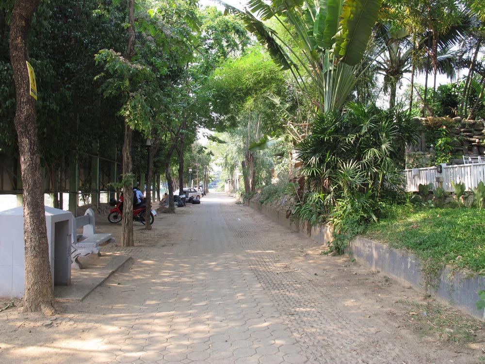 Back : Riverside Street