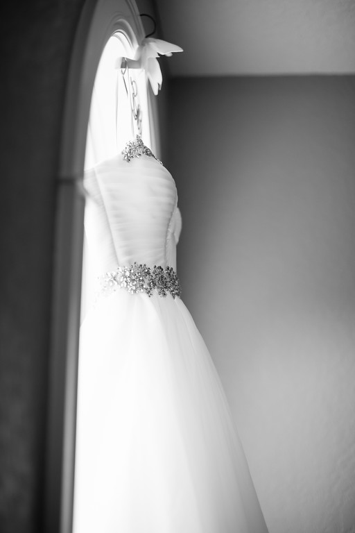 0093_Josh+Lindsey_WeddingBW-XL.jpg