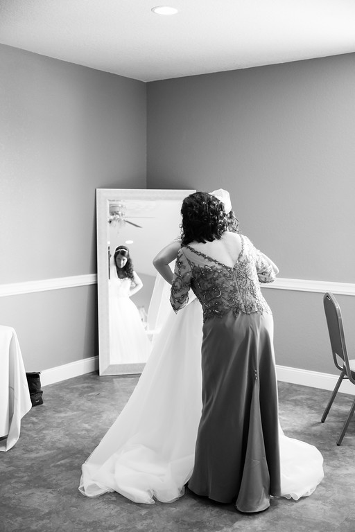 0110_Josh+Lindsey_WeddingBW-XL.jpg