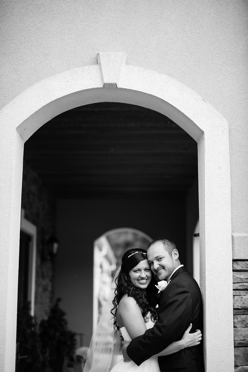 0498_Josh+Lindsey_WeddingBW-XL.jpg