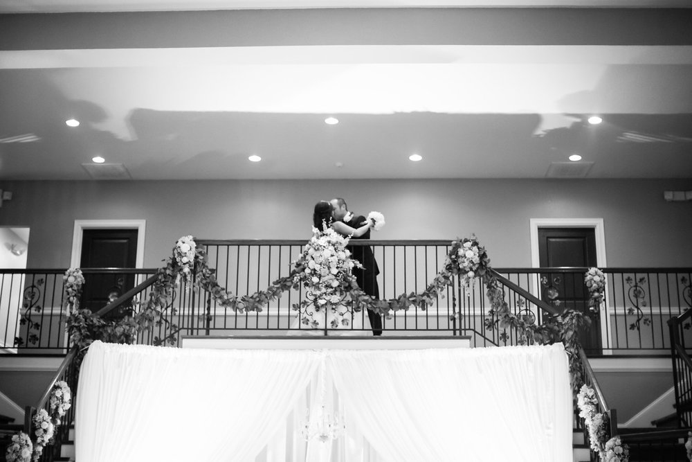 0858_Josh+Lindsey_WeddingBW-X2.jpg