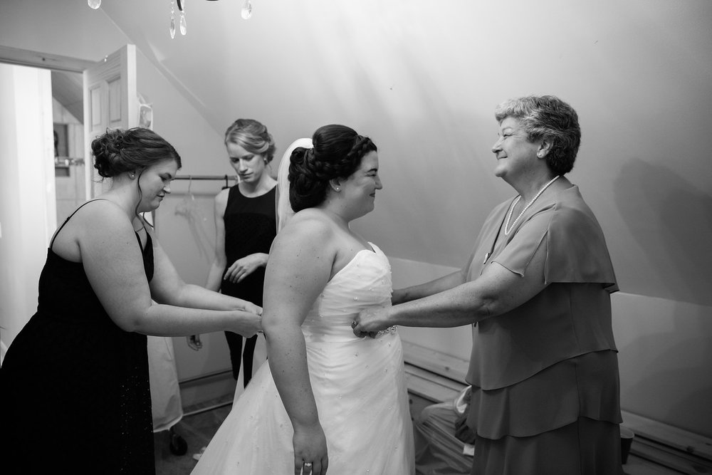 079_Chris+Hannah_WeddingBW-X2.jpg