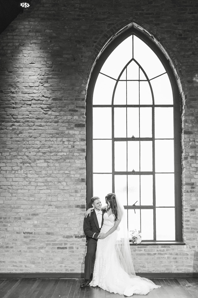 686_Anthony+Laura_WeddingBW-X2.jpg