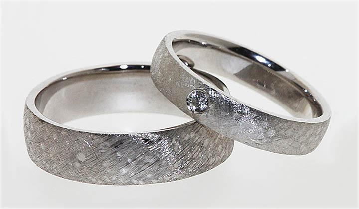 Custom make 18K Hammered and Satin Finish wedding bands