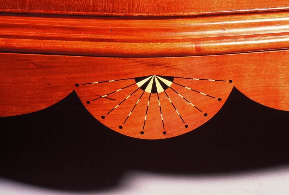 Detail Serpentine Chest