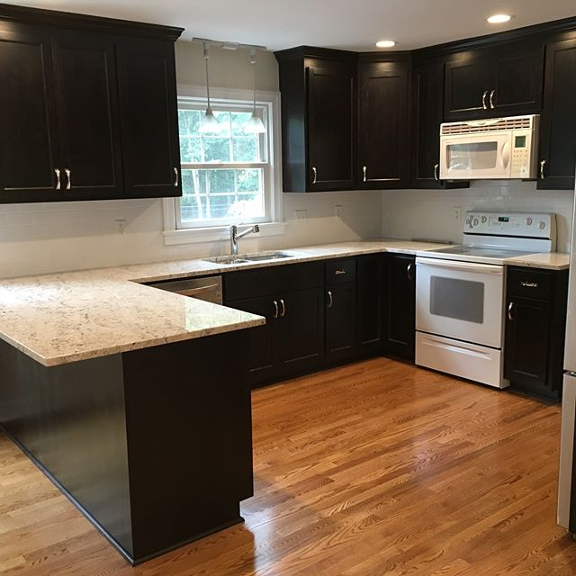 This kitchen (which used to look like that ➡️) was fully gutted to add all new #hardwoodfloors, #customcabinets in dark mocha, #granitecountertops, and a #tilebacksplash. We like the improvement! #kitchenremodel #generalcontractors #rvacontractor #buildrva #tower3transformations