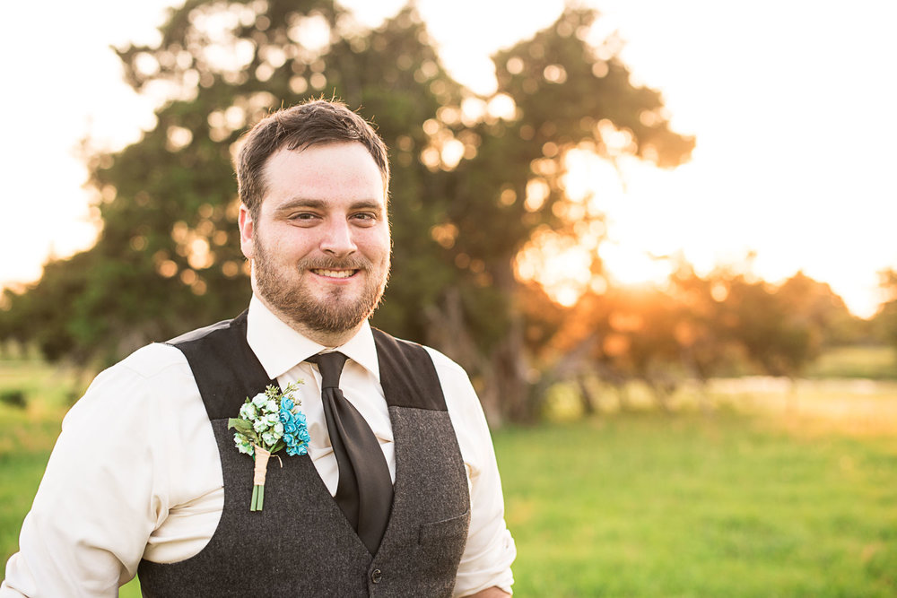170 groom photography at sunset.jpg