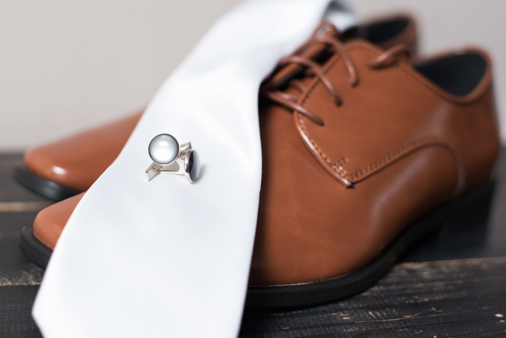6 groom detail shot with cufflinks.jpg
