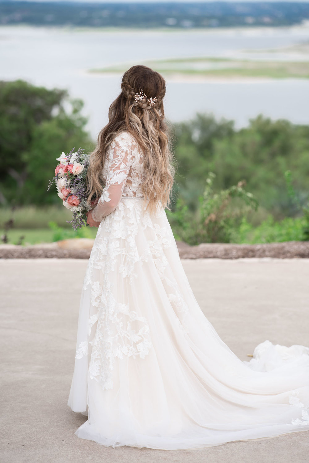 30 bridal portraits at lake travis.jpg