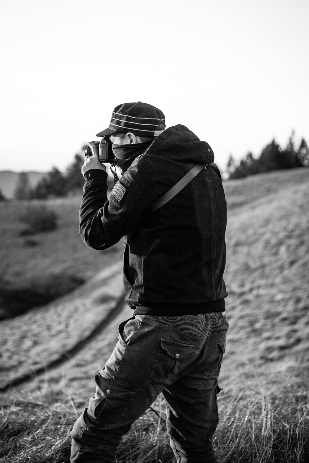 Erik with his Gunslinger Solo Strap getting the shot. Nothing escapes his frame. Pew pew.