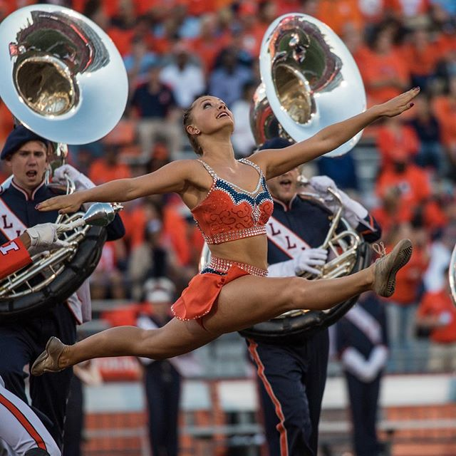 Did you know that SAA senior Chase Dorn is the Marching Illini Feature Twirler? Whether she's high-fiving fans on the pre-game parade route or simply practicing with her band family each week, Chase is constantly spreading Illini spirit all over campus while maintaining the Marching Illini's four pillars of tradition, loyalty, pride and excellence. . . #BeyondSAA
