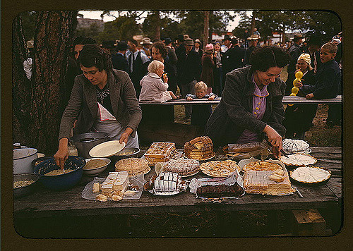 Cutting the pies and cakes ay the barbeque dinner, Pie Town, New Mexico Fair. Photographed by Russell Lee.