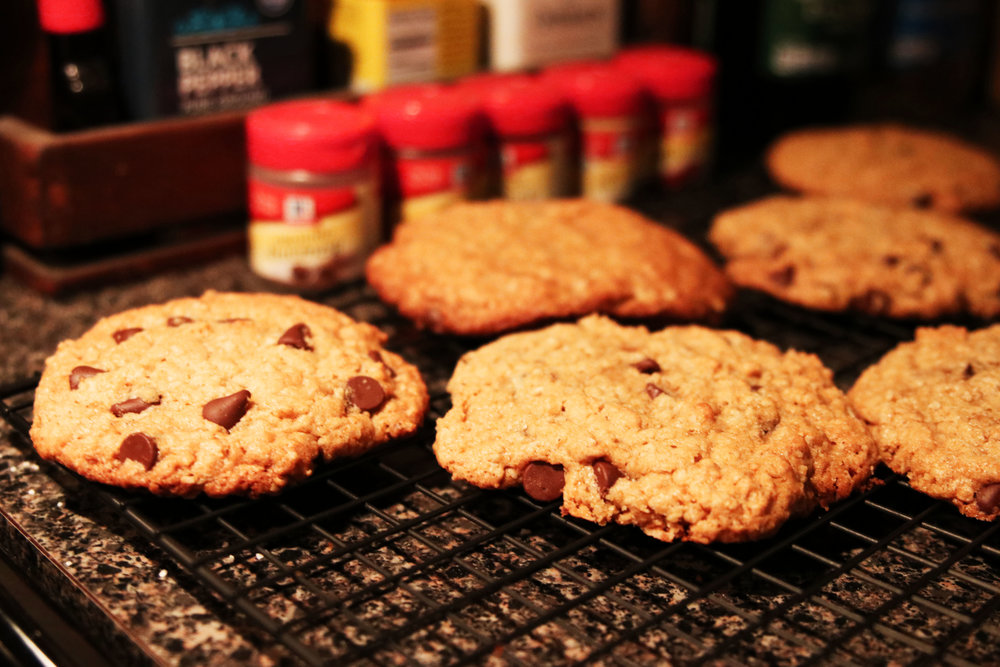 Photo: Carolina O'Neal//Project 333 Fuel: Fresh Oatmeal Chocolate Chip Cookies!