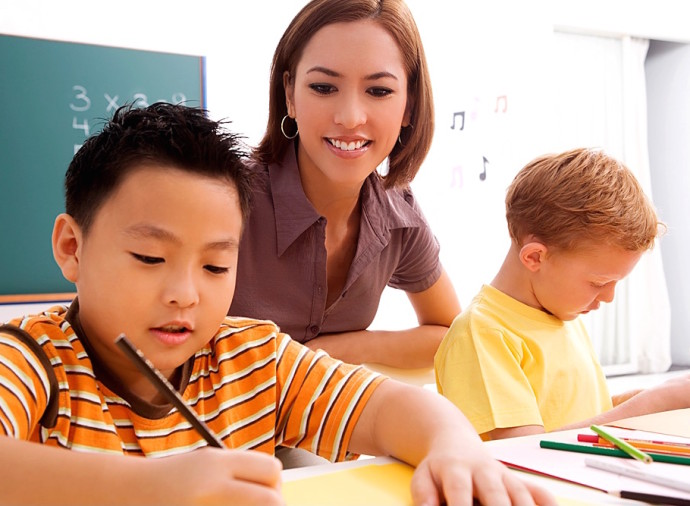 kids-with-tutor-690x506.jpg