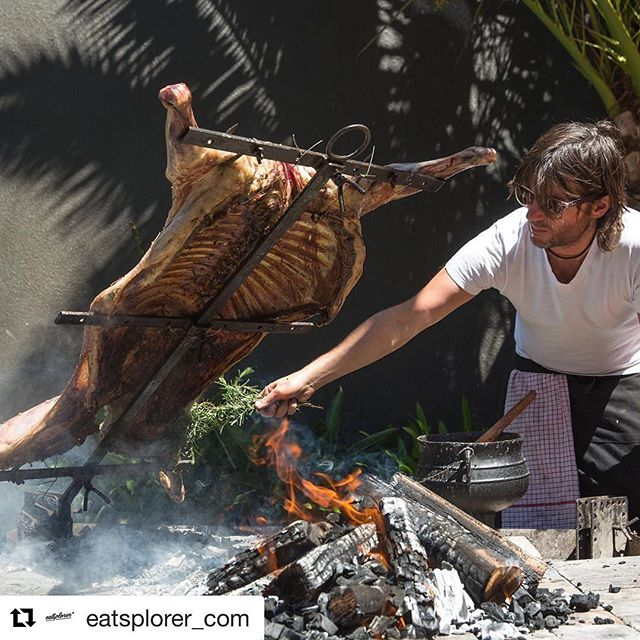 #Repost @eatsplorer_com with @repostapp ・・・ Juan of Argies coaching some delicious rosemary flavour into the lamb that everyone feasted on at the @harpers_house long table experience. What a tasty Argentine asado it was!! Photography @k.groenewald