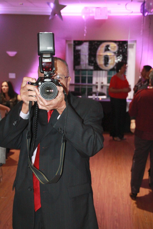 """Cub photographer"""