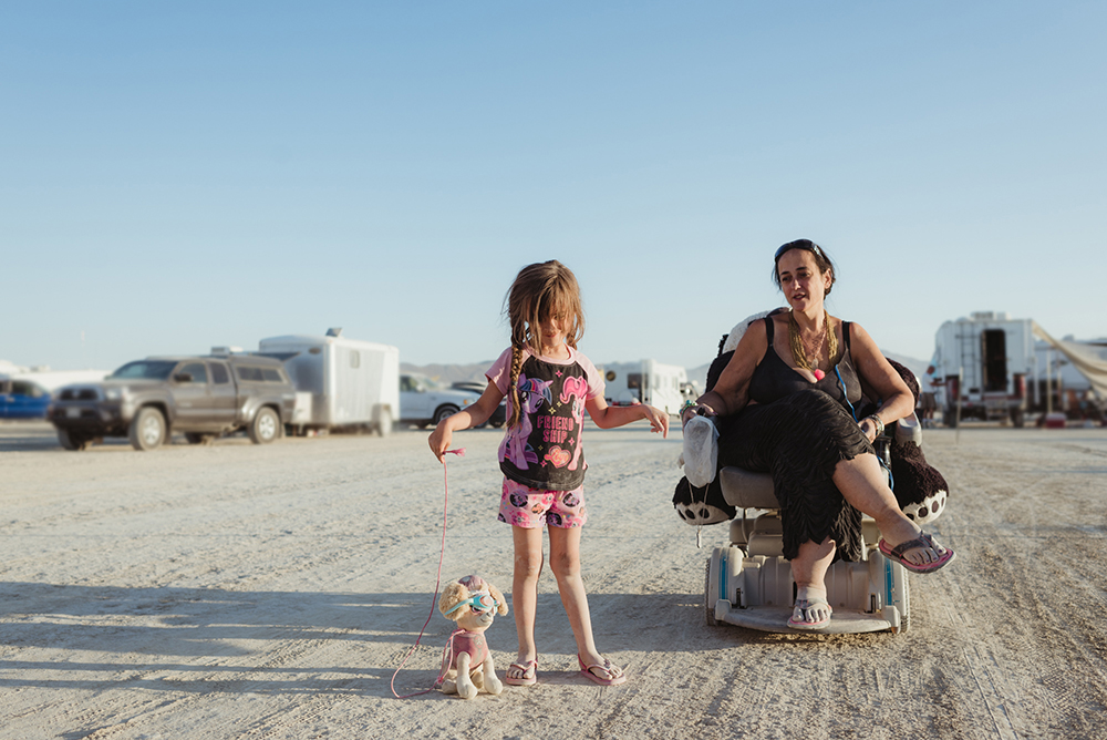 12100_29042_burningman2018_helenecyr.jpg
