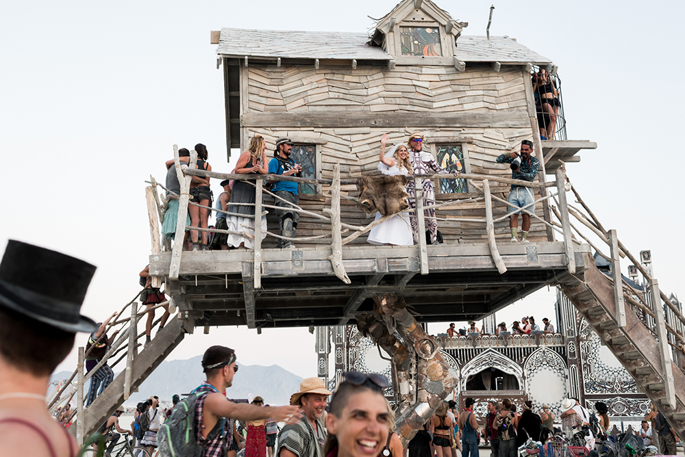 17100_28887_burningman2018_helenecyr.jpg