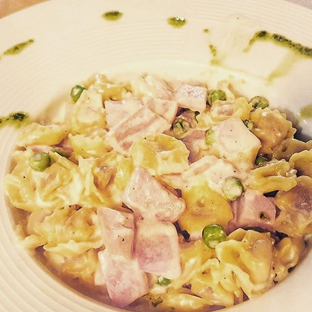 Why would a law office post a glorious plate of Tortellini filled with prosciutto, and adorned with peas & cream sauce? Because or amazing clients @creativeedgetravel can help you find the real deal in ITALY with their immersive cultural trips! Check out creativeedgetravel.com to learn about their Tuscany trips for May & June of this year! And If you're looking for a law firm to help support your creative biz, reach out to us! Creatorslaw.com 🍝 . . #pasta #italy #tuscany #tortellini #prosciutto #peas #travel #trips #vacation #grouptravel #solotravel #italian #italianfood #food #foodie #foodstagram #eatingwell 🍝