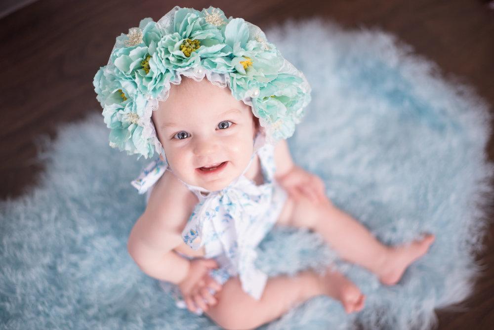 Collection Lis : 150$ - (40) minutes de séance(2) choix de bonnet floral(8) photos numériques en haut résolution(8) photos imprimées 4x5 ou 5x7