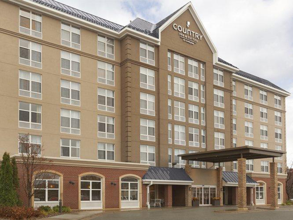 Country Inn & Suites - Rate per night: $142-$162 (rate good until May 20)Location: 2221 Killebrew Dr, Bloomington, MN 55425Phone: 952-854-5555Distance from Evergreen: 0.6 miles (12 minute walk)Free hot breakfastParking: ComplimentaryShuttle service: Free to airport & Mall of America