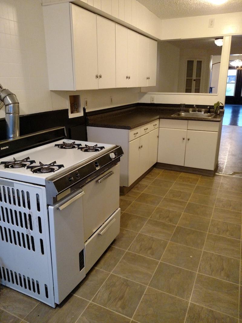 196#3 Kitchen 2.jpg