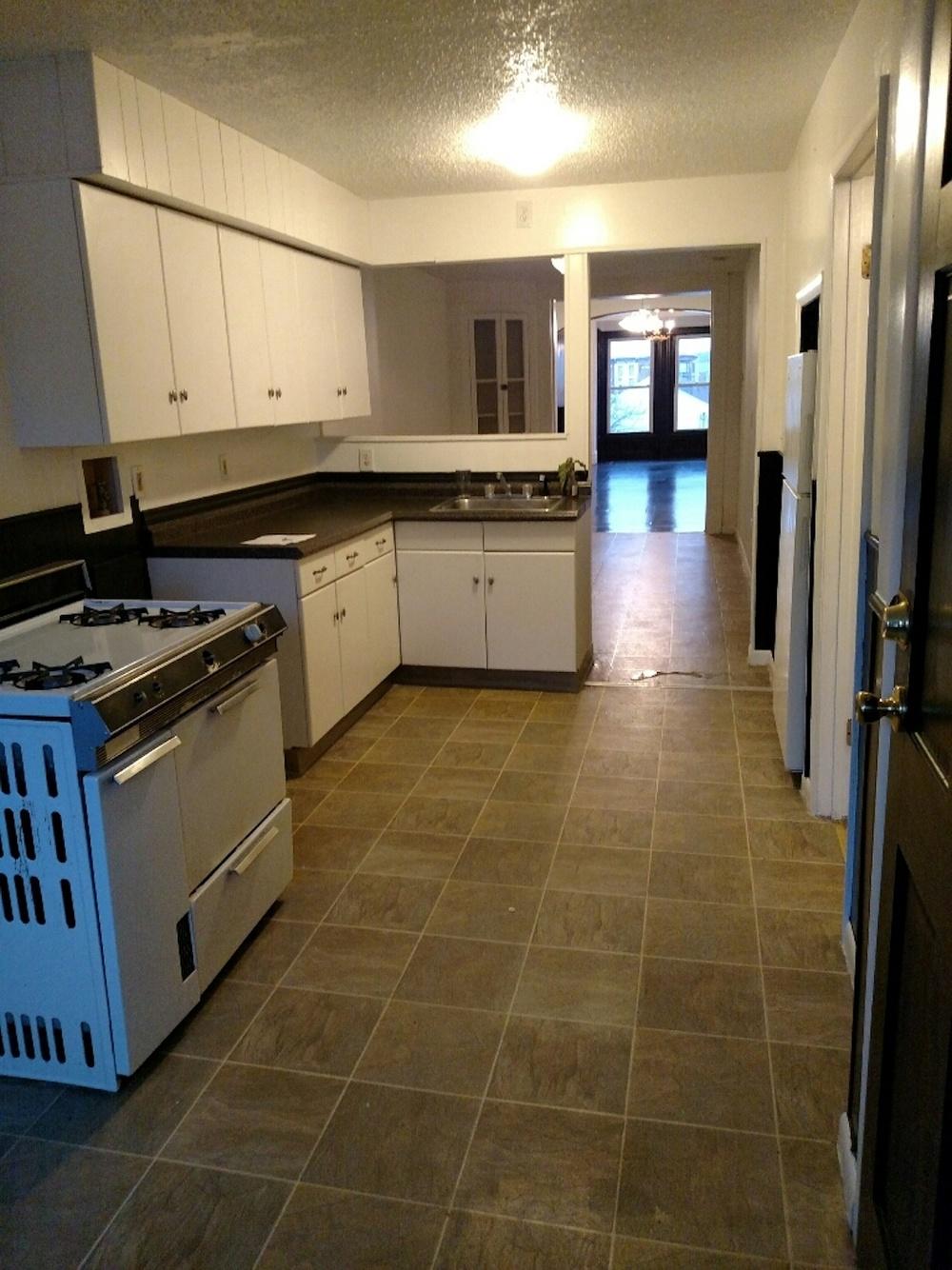 196#3 Kitchen 4.jpg