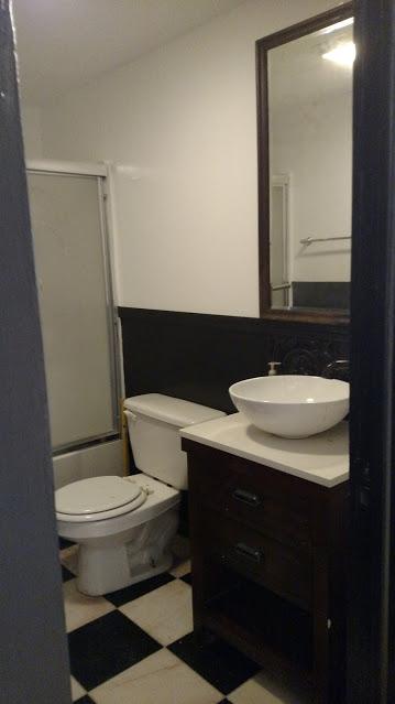 32#1 Bathroom 2.jpg
