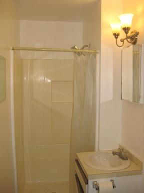 38#1 Bathroom 1.jpg