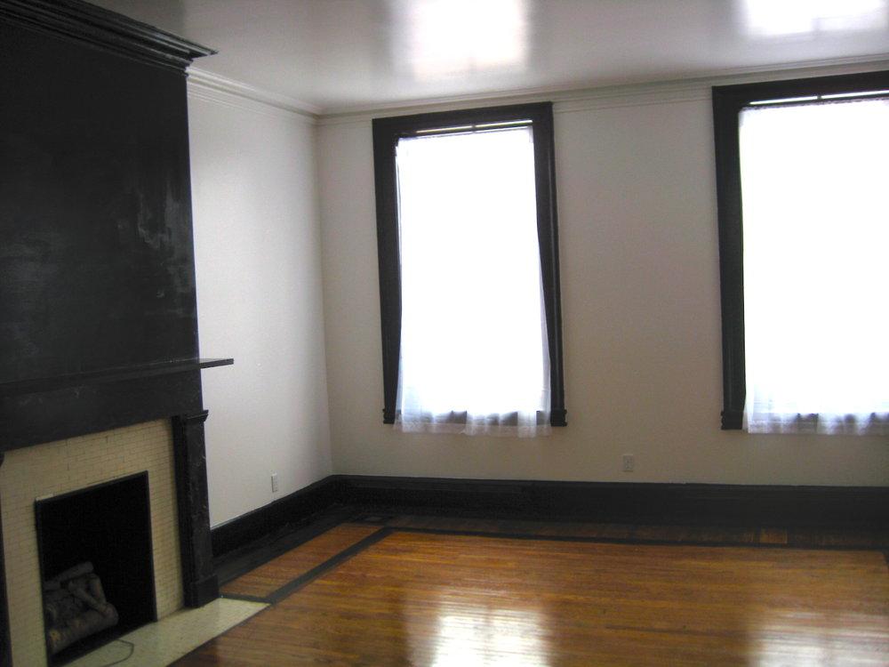 32#6 Living Room 1.jpg