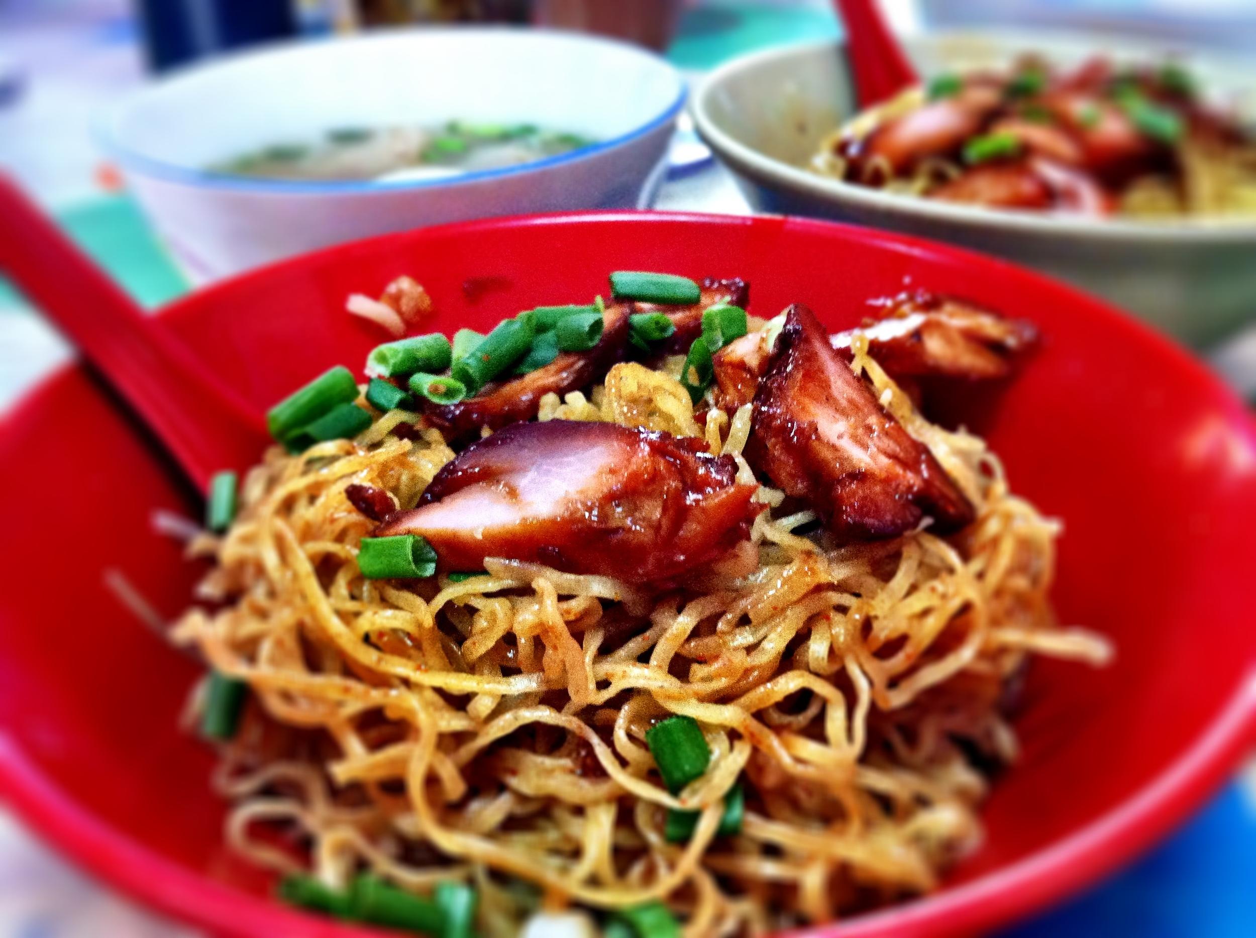 Kolo mee (egg noodles with sliced bbq pork and shrimp wonton):  Restoran Lima Ratus:  4, Jalan Undan 18, Taman Perling, Johor Bahru, Johor, Malaysia