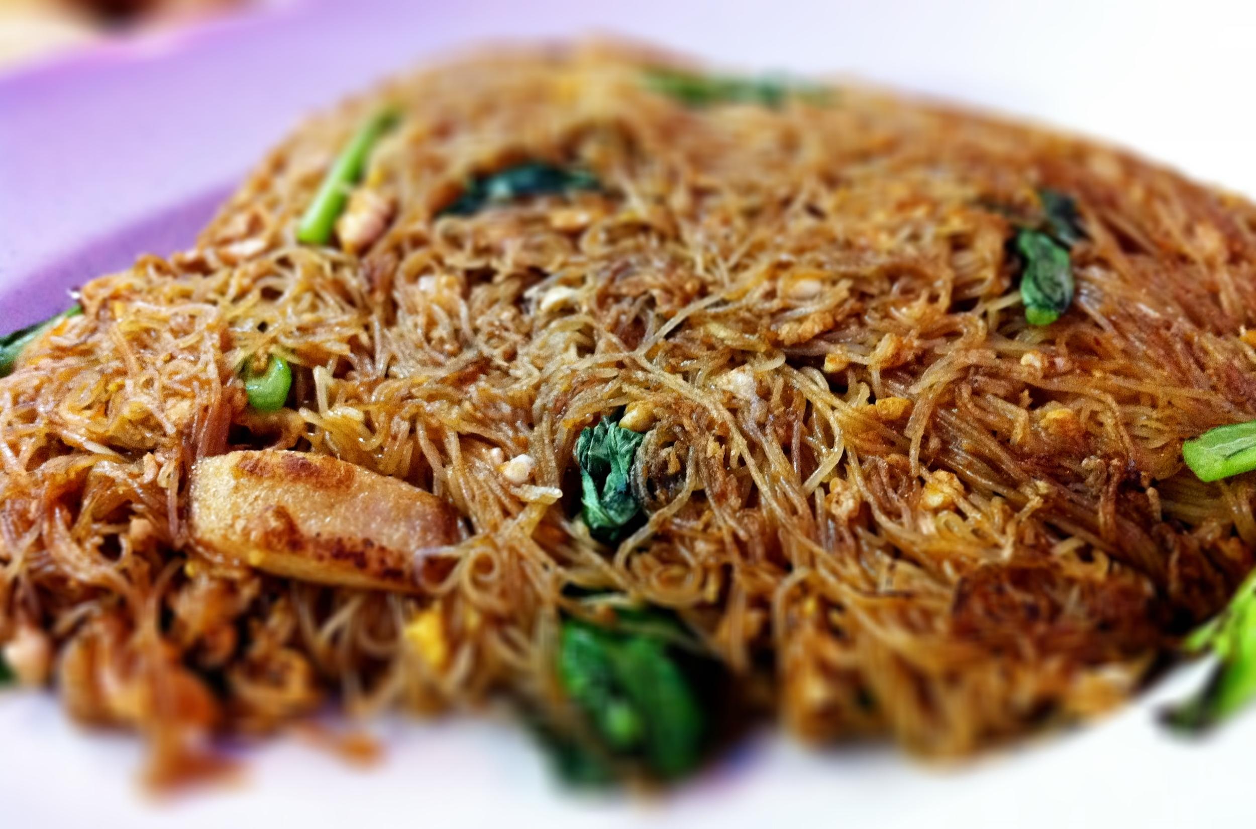 Fried vermicelli: San Low Seafood Restaurant 三楼海鲜: Jalan Biru, Taman Pelangi, 80400 Johor Bahru, Johor, Malaysia