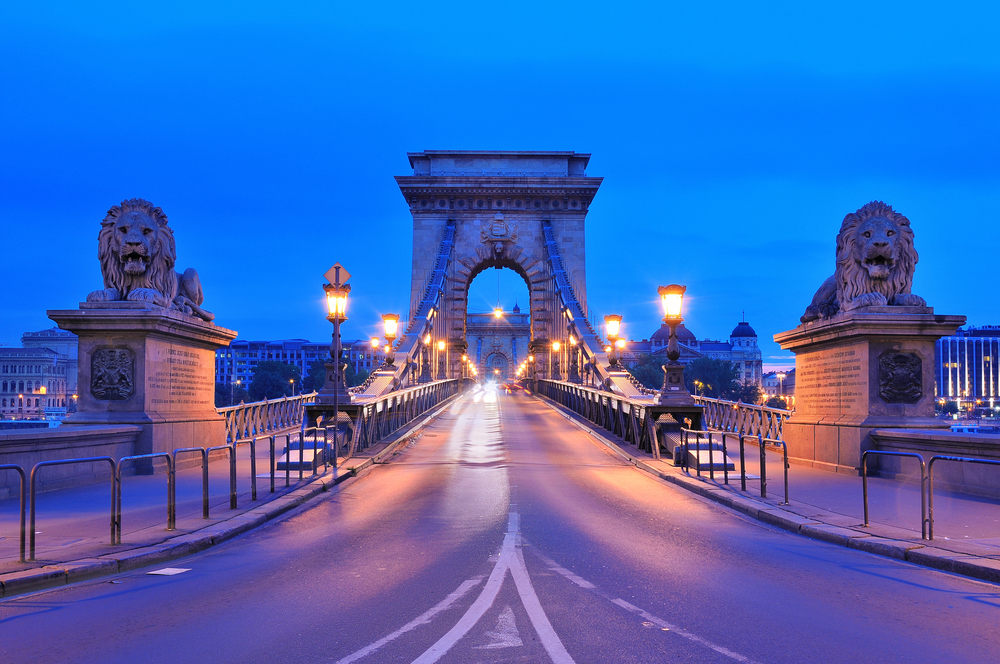 Budapest-city-dreams-hungary-sculpture-lions-night-beauty-photo-hd-wallpaper.jpg