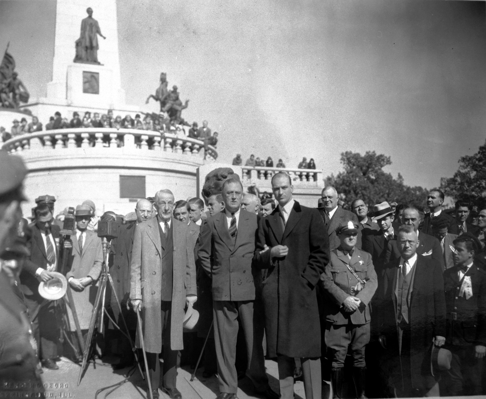 1932  Gov. Emmerson, Gov FDR, James Roosevelt at tomb ALPML.png
