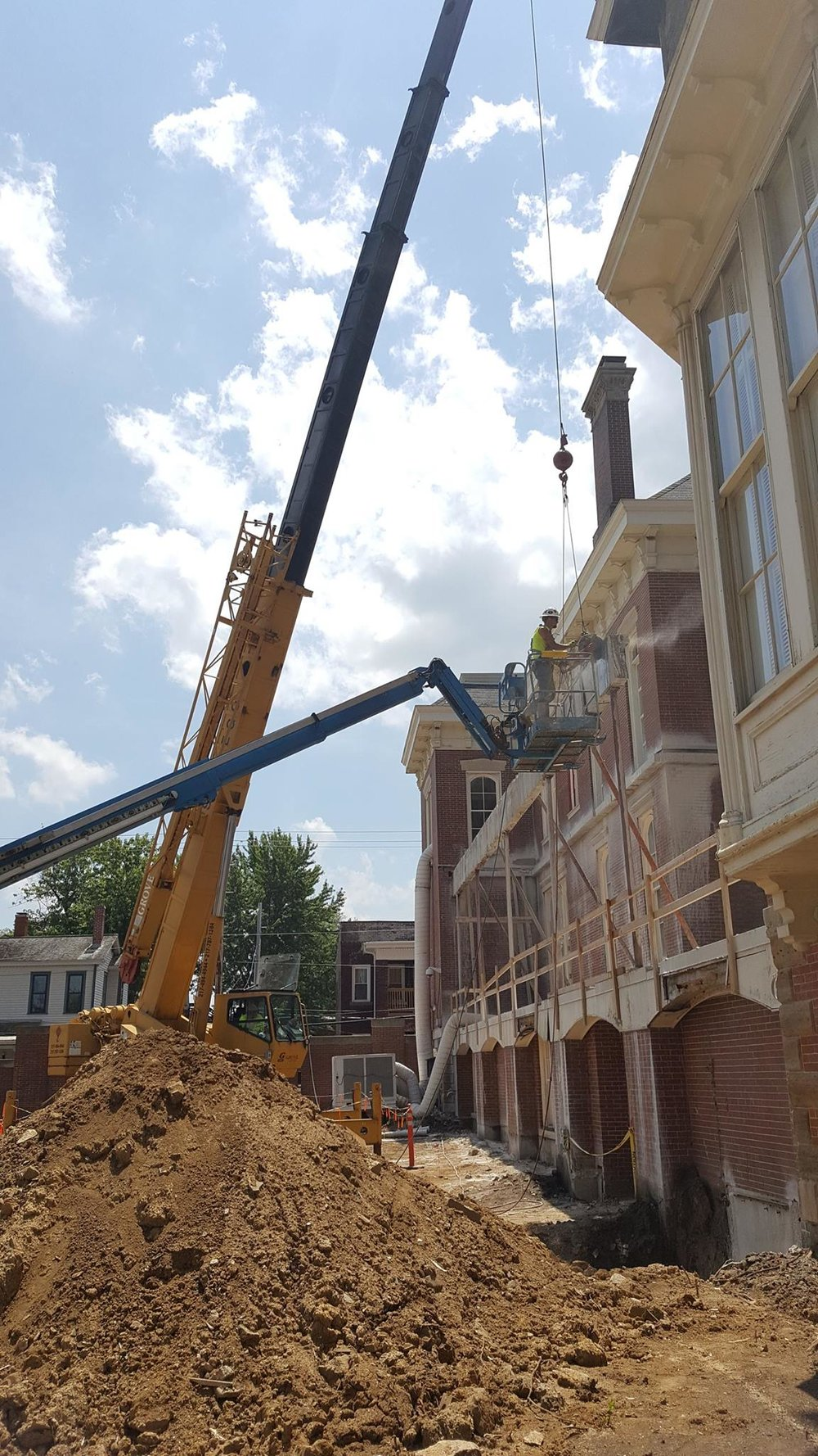 Removing the concrete outer beam-min.jpg
