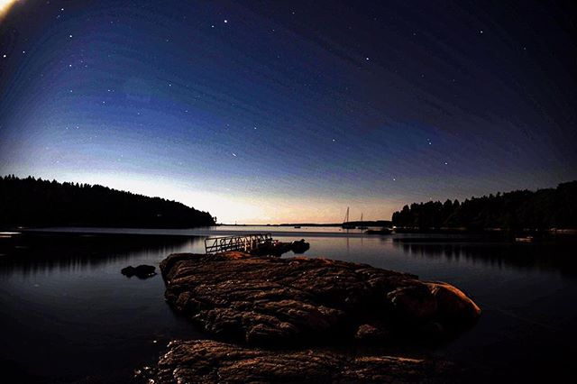 Our #FloodsCoveFriday is a shot @julie_norman_beachcomber captured a few nights ago of Ruby rock and the Cove that truly takes our breath way