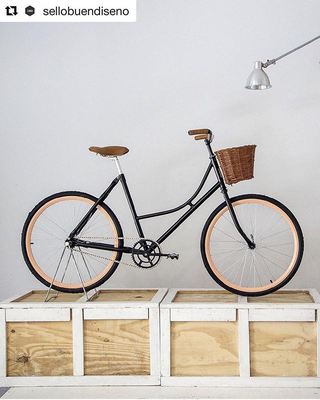 """#Repost @sellobuendiseno with @get_repost ・・・ El diseñador industrial Natan Burta creó Monochrome, un taller que comenzó reciclando bicicletas y hoy produce varios modelos que se destacan por su calidad y sus detalles de terminación. Se redujo el número de piezas para simplificar el mantenimiento y, a la vez, lograr una estética limpia. ⠀⠀⠀⠀⠀⠀⠀⠀⠀⠀⠀⠀⠀⠀⠀⠀ """"Bicicletas Anna, Zoe y Mink"""" - Monochrome Bikes (2010) ⠀⠀⠀⠀⠀⠀⠀⠀⠀⠀⠀⠀⠀⠀⠀⠀ @monochromebikes #sellobuendiseño #sellobuendiseñoargentino #design #bicicleta #bike #retro"""