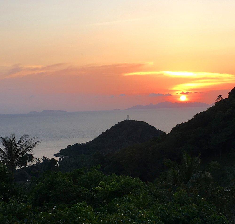 フォーシーズンズにて。サムイ島最後のサンセット、そして新月の時をまつ。