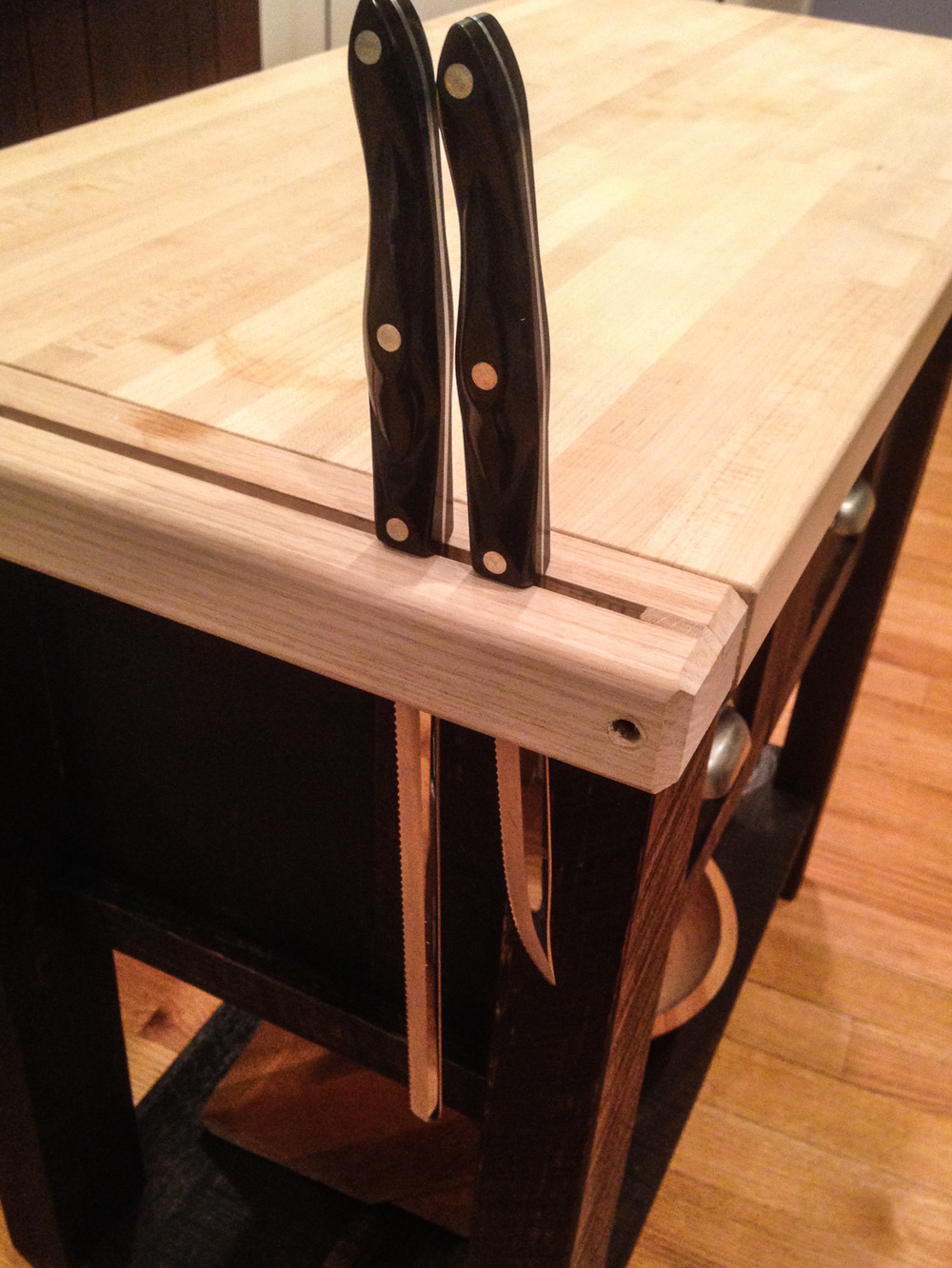 Accessory Server - Knife Block Detail