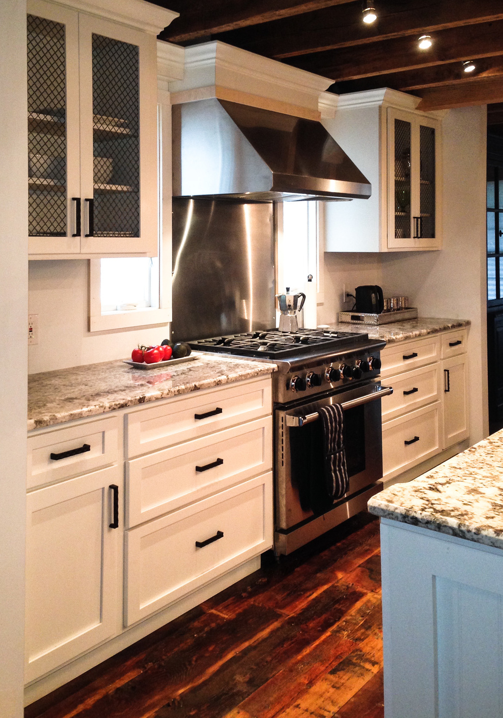 Farmhouse Kitchen - Countertop & Range