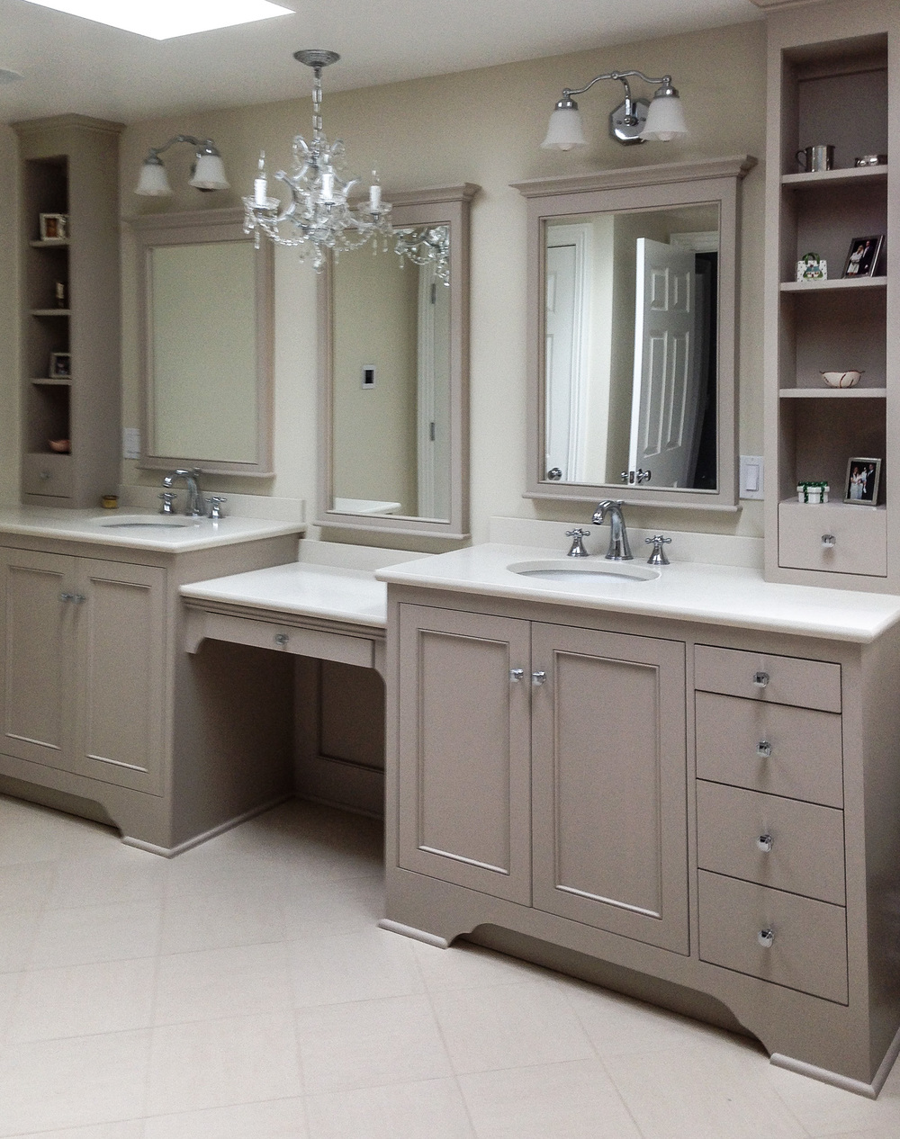 Custom Bathroom Vanity & Cabinets