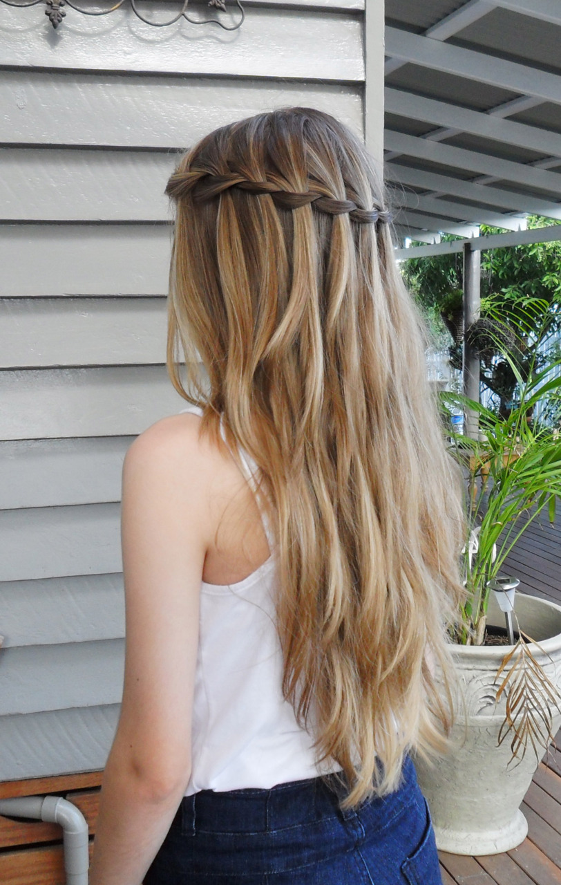 Got A Girl Crush On: mind-bending braid tricks!    See also:  braids   braids  and mo  braids      (via aerynnoterin )