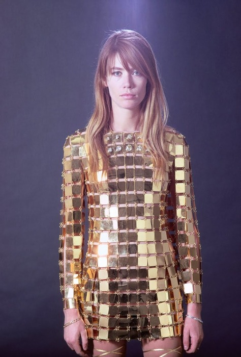 Got A Girl Crush On : Francoise Hardy (in Paco Rabanne)   If you're not familiar with this 60s French chanteuse– allez viens !   I'm just bummed you can't see a full body shot because it LOOKS like thigh-high gold gladiator sandals peeking from the bottom?   (via  honeyhoneyhoney :  groovyxx )