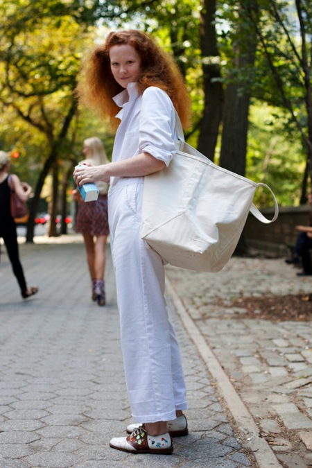 Got A Girl Crush On:  Alice–the ginger in white.   I am coveting her paint-splattered saddle shoes in a major way!   (via  intelligent clashing  via the  satorialist )