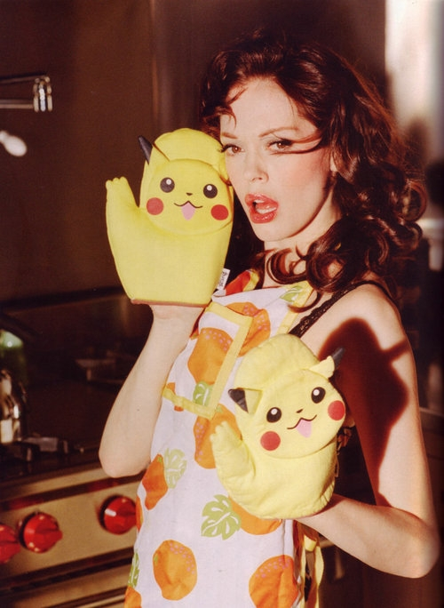 Got A Girl Crush On : Rose McGowan photographed by Ellen von Unwerth   Everything is RIGHT about this photo.   (via  babiamajora :  jigsaw-jigsawyouth :  batwithbutterflywings :  sheclawedblackenedbooks : suicideblonde )