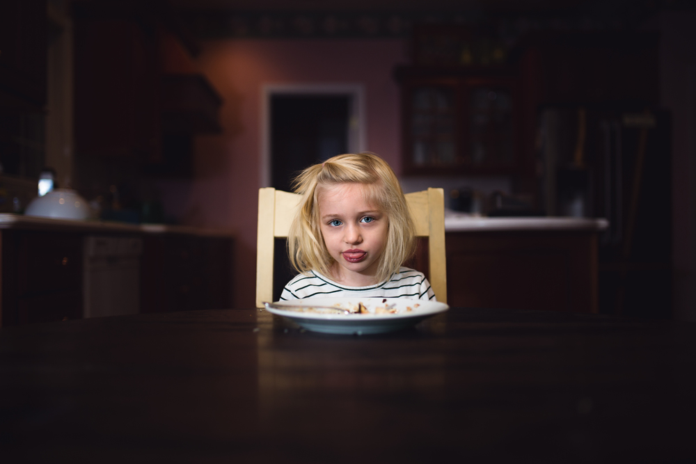 Hello-olivia-photography-lifestyle-childrens-photographer-girl-dinner-yuck.jpg