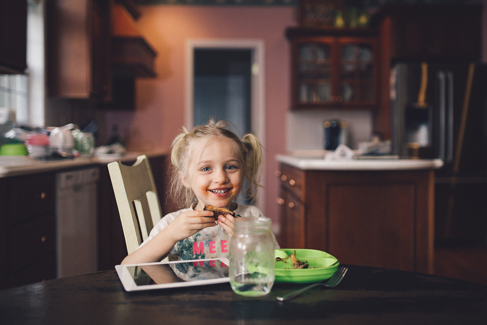 Hello-olivia-photography-long-island-photographer-child-photographer-family-dinner.jpg