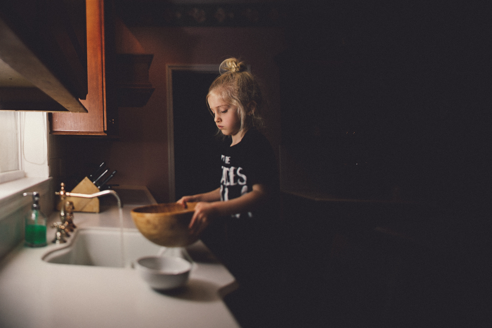 hello-olivia-photography-long-island-family-photographer-kitchen-chores