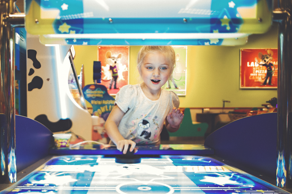 hello-olivia-photography-long-island-family-photographer-patchogue-chuck-e-cheese
