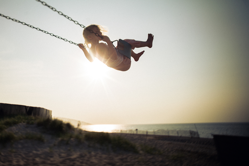 Hello-olivia-photography-long-island-family-children-childrens-lifestyle-photographer-freelens-freelensed-beach-swing